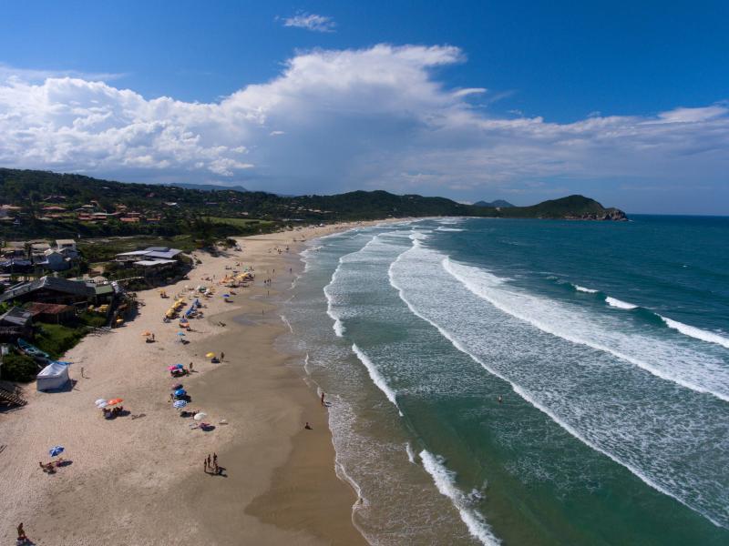 5 Lugares baratos para viajar no Carnaval 2019 - praia do rosa